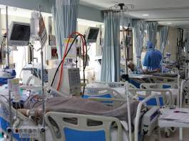 overwhelmed-kansas-hospital-runs-out-of-space-as-virus-death-toll-approaches-300000.jpg